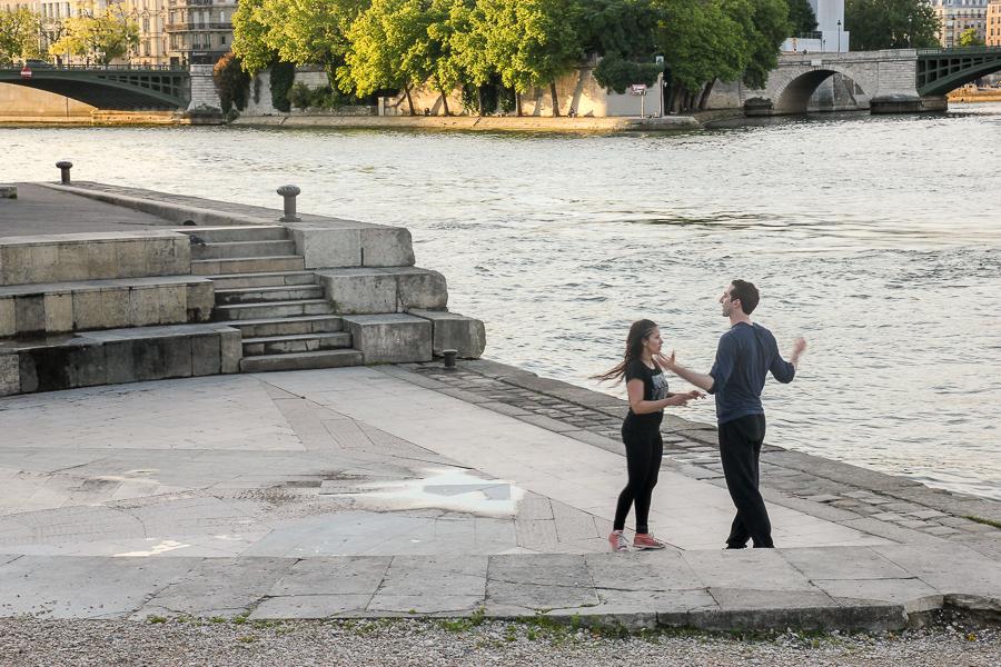 На набережной в Париже